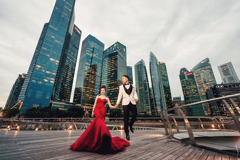 Marina Bay Waterfront Promenade pre-wedding photoshoot in singapore by Simplifai Studios. Source