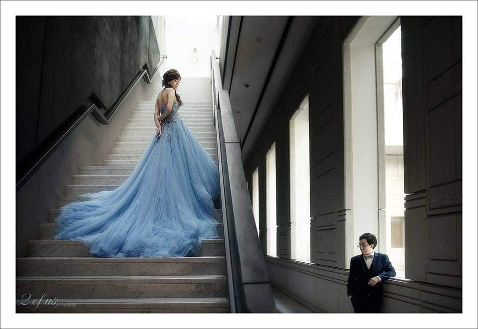 Victoria Concert Hall pre-wedding photoshoot in singapore by 2 Of Us Photography. Source