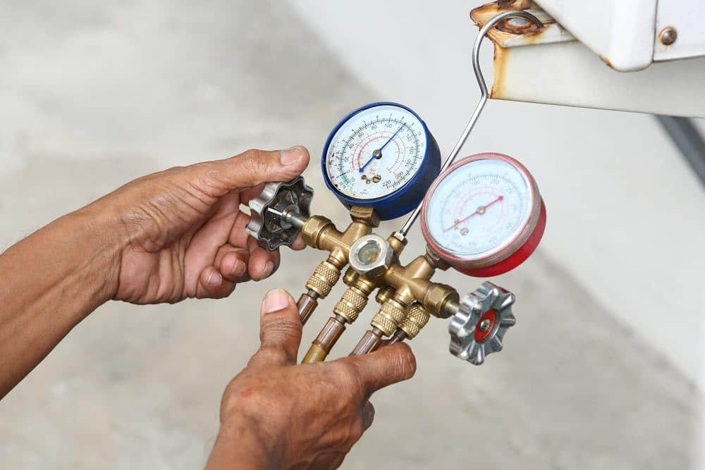 Checking aircon gas pressure