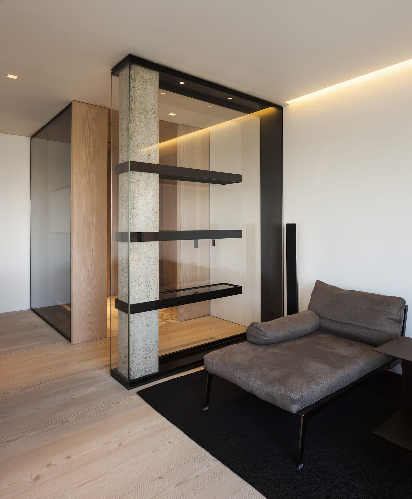 Glass display cabinet as entrance partition