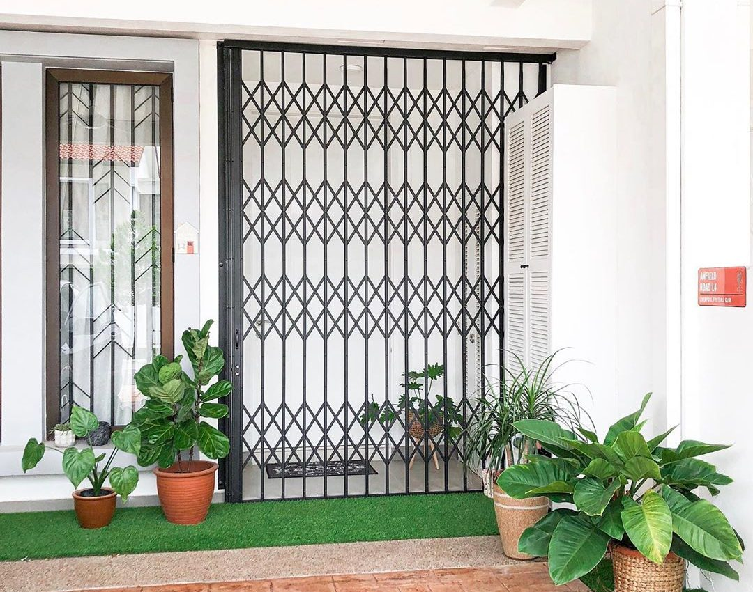 These Malaysian homeowners installed a shophouse grille at their front door for that retro feel