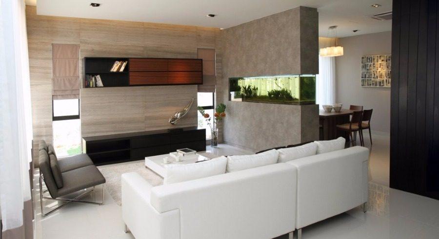 Kabinet TV dibina khas memadankan bingkai tingkap