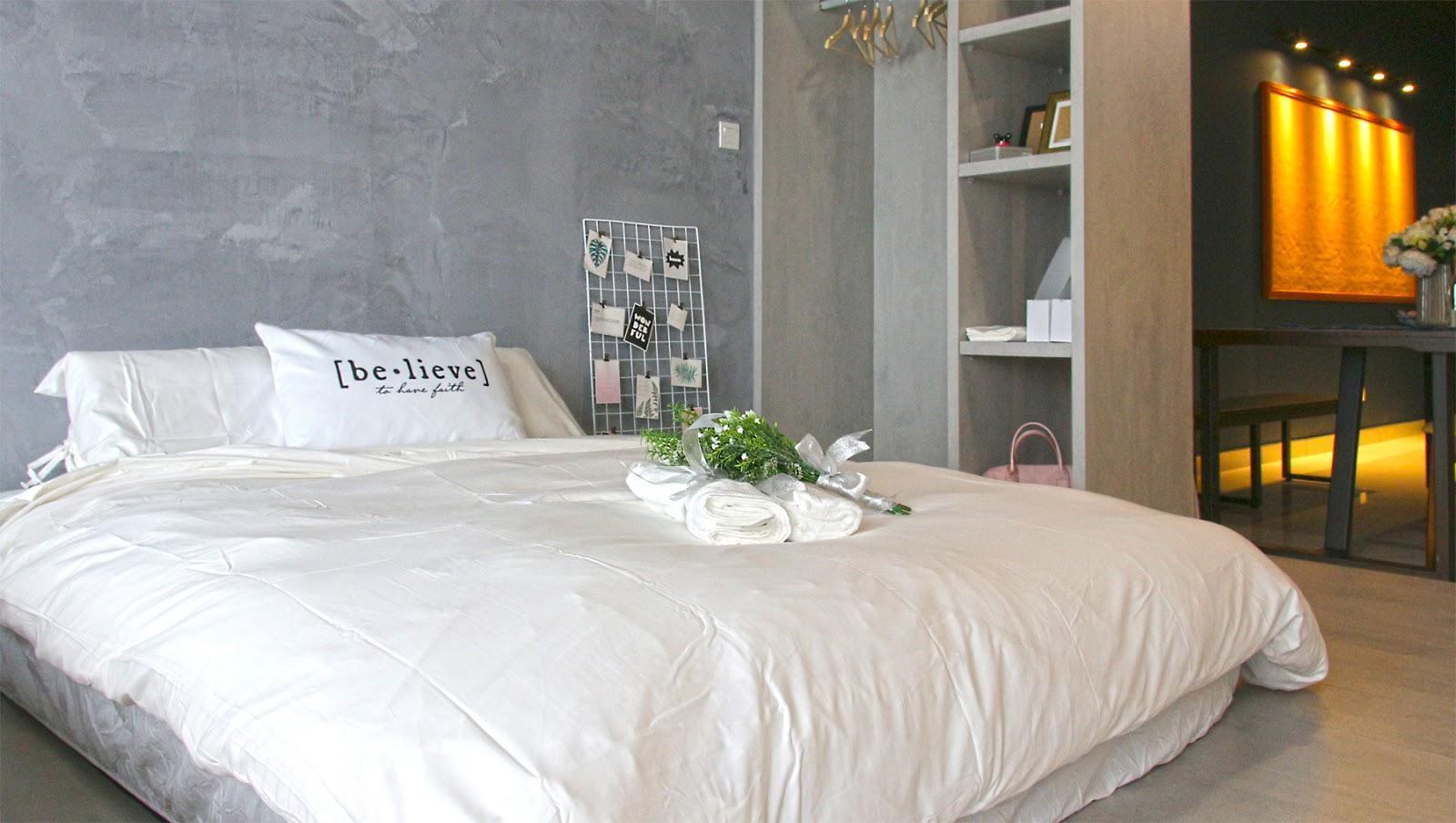 Katil saiz queen atas platform jenis terangkat yang boleh dialihkan untuk menambah lagi satu katil