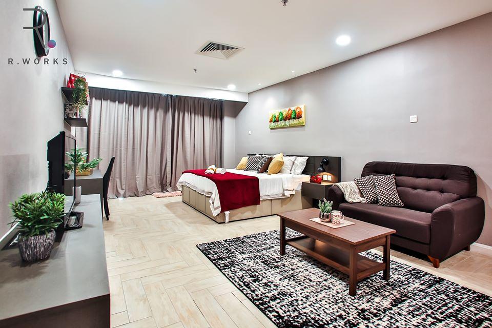 Pemandangan pada ruang tamu dan ruang tidur yang dirancang dengan sempurna