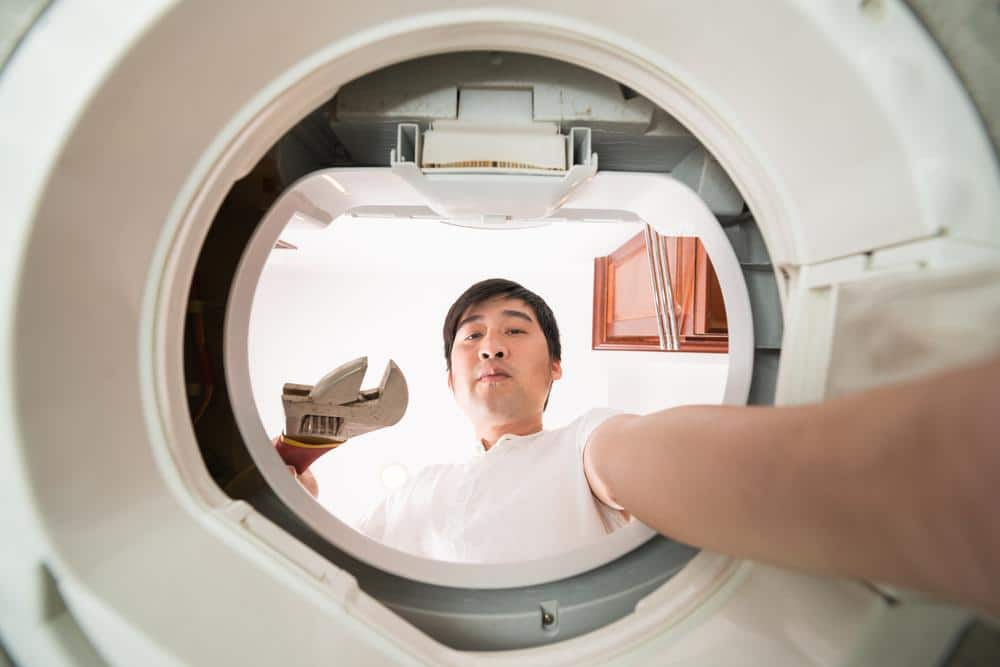 Washing machine maintenance and cleaning to improve the appliance performance