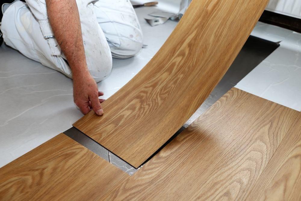 Memasang lantai PVC di ruang dapur untuk lantai rumah