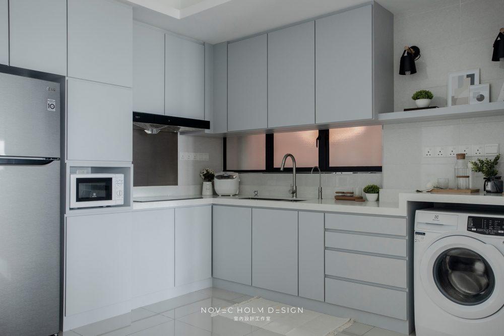 850 sqft Condominium at Iconic Vue, Batu Ferringhi by Novec Holm Design - kitchen