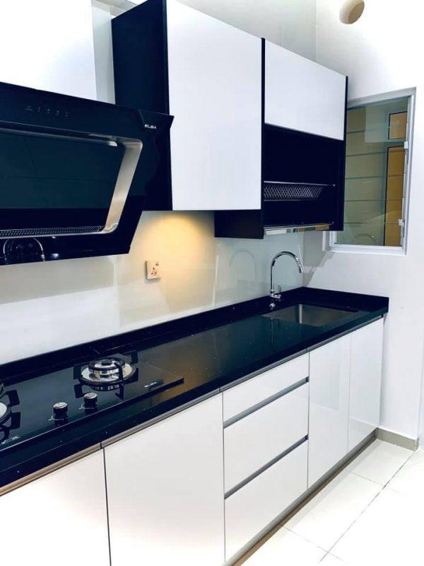 850sqft condo interior design at i-Santorini by Inazumi SEF - kitchen cabinet