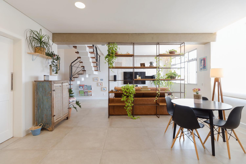 Planter shelf room divider