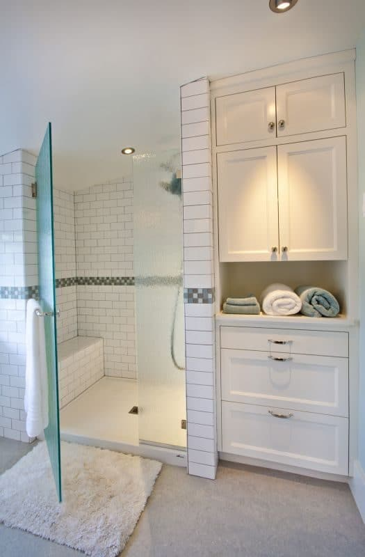 Full-height bathroom cabinet with open shelving