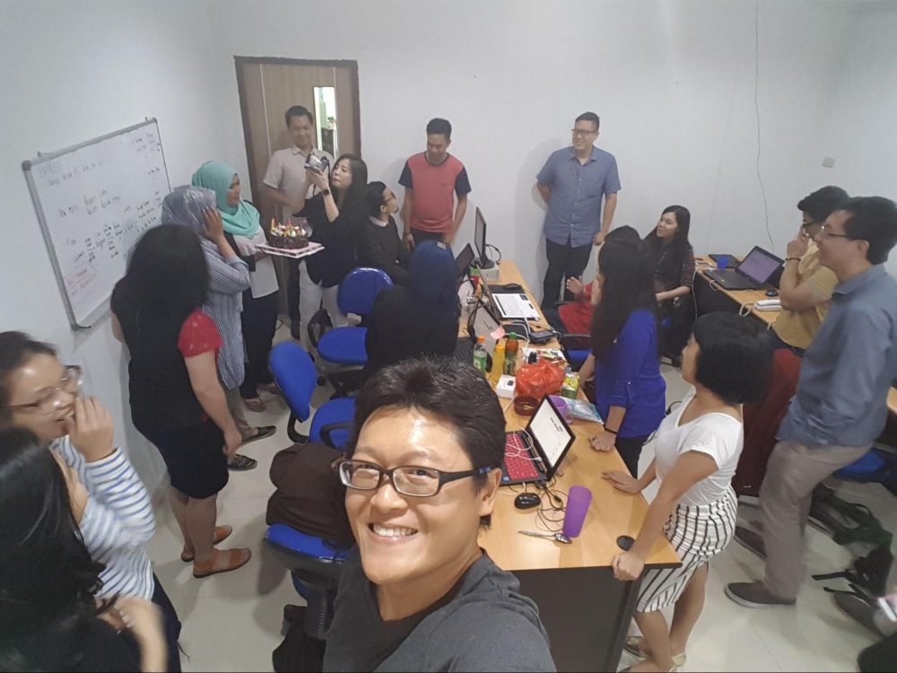 Fast growing Indonesia team, crammed into a tiny shophouse / ruko, with the motivation and hunger to build something great. Jakarta, Aug 2016