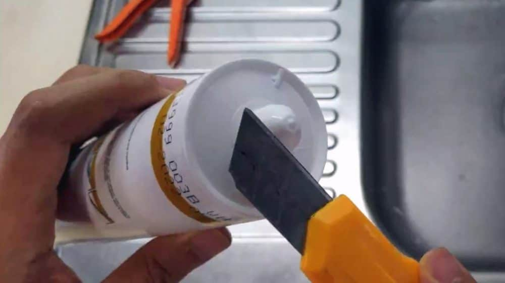 Cut the opening of the sealant tube