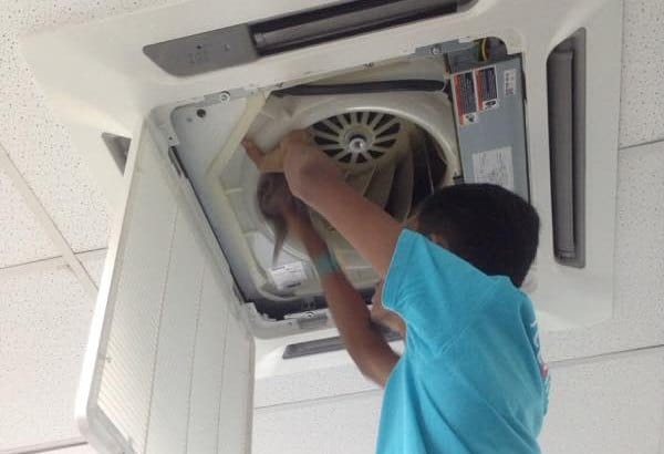 Aircon general cleaning for cassette unit by Recommend.my Malaysia