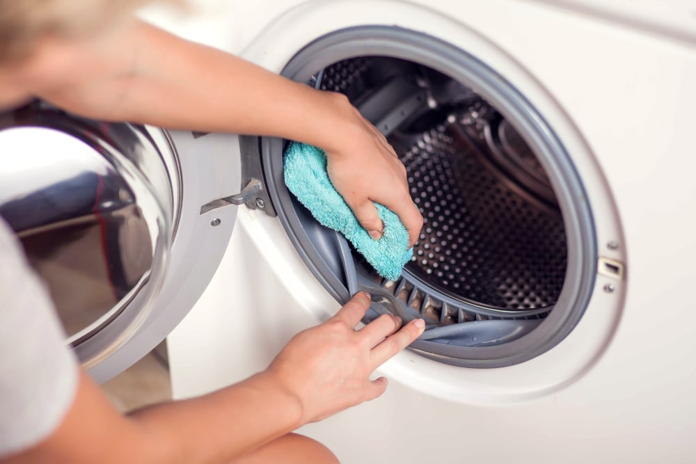 Wiping mildew and dirt off of a front-load washing machine rim